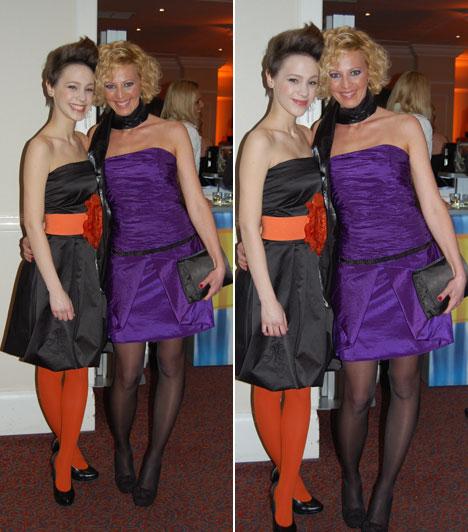 Kováts VeraKováts Vera, a 2011-es X-Faktor egyik felfedezettje egy fiatalos kis fekete ruha mellett döntött, amelyre ő is élénk narancs övével és harisnyájával hívta fel a figyelmet. A fiatal énekesnő nővérével, Katával érkezett a gálára.