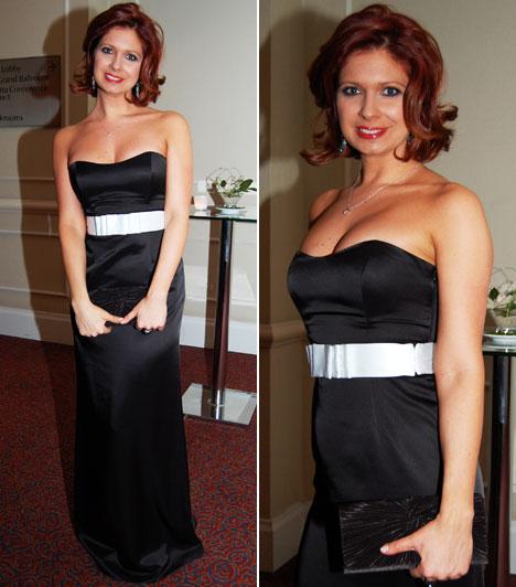 Andor Éva  A TV2 híradósa egy klasszikus, pánt nélküli, fehér övvel díszített fekete estélyi mellett döntött.