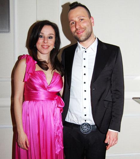 Kozma Orsi és Benedek Tamás  Az énekesnő és dobos párja 2010 augusztusában tartották esküvőjüket. Bár mindketten nagyon elfoglaltak, egymásra és egy kis romantikázásra igyekeznek időt szakítani