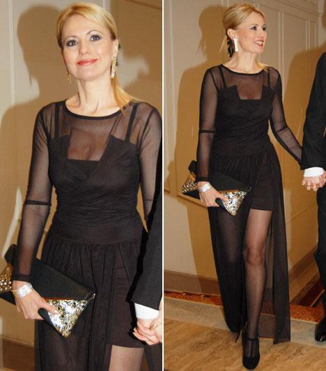 Bényi IldikóA köztévé műsorvezetője egy klasszikus, elegáns, fekete alkalmi ruha mellet döntött.