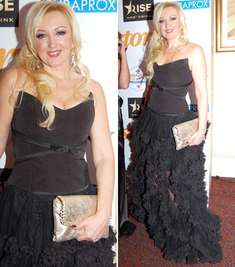 Kandász AndreaA TV2 Kalandjárat című produkciójának műsorvezetője az idei évben egy fekete, fodros Léber Barbara kreációban gálázott.