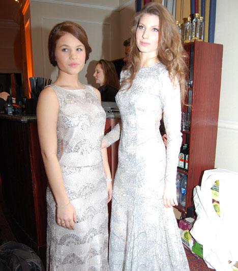 Stohl Rebeka és LucaStohl Andrást idén két nagyobbik lánya, Rebeka és Luca kísérte le - mindketten ezüstös Daalarnában tündököltek.
