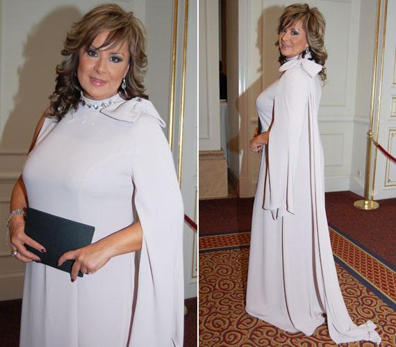 Szulák Andrea 2013-ban igazi díva volt, bebizonyította, ahhoz, hogy valakire felfigyeljenek, sem élénk színekre, sem túl sokat mutató ruhára nincs szükség.