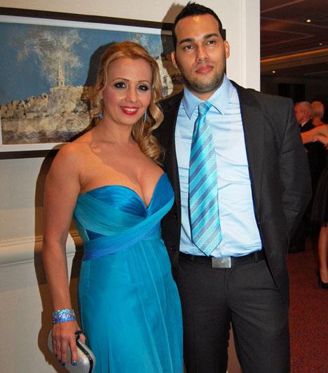Gombos Edina és Alberto Costafreda  A TV2 műsorvezetője és férje kereken tíz évvel ezelőtt ismerkedtek meg Kubában. A szerelem olyan nagy volt, hogy még az év decemberében összeházasodtak Budapesten, ahol azóta is élnek, immár kislányukkal, Mirandával. Nem csak szerelmük harmonikus, de öltözetük is.