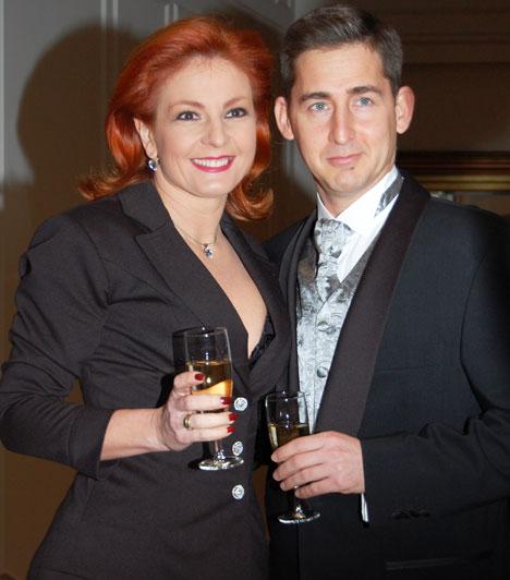 Keleti Andrea és Kovács Zoltán  A táncművész házaspár lassan 20 éve él boldogan együtt és neveli két gyermekét. A Story-gálára szolid eleganciával öltöztek.