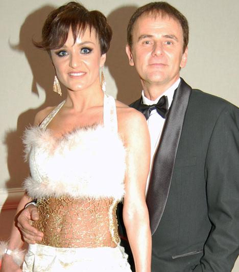 Szandi és Bogdán CsabaAz énekesnő és zenész férje a Story-gálához hasonlóan idén jubilál: 15 éve, 1999 júniusában házasodtak össze. A háromgyerekes házaspár évről-évre az est egyik legharmonikusabb sztárpárja.