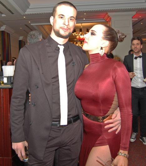 Tóth Gabi és Markó Róbert  Az énekesnő 2013 márciusában, a Szombat Esti Láz című műsorban nem csak egy táncpartnert kapott, de a produkció végeztével egy társat is. Szemmel láthatóan még mindig dúl közöttük a szerelem.