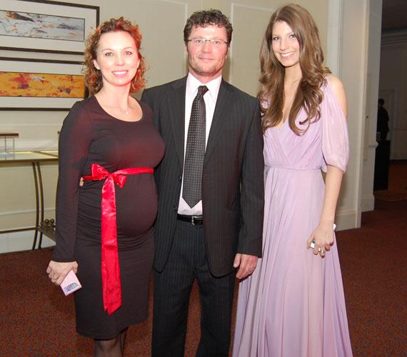 2014-ben az Év színésze díjjal kitüntetett Stohl András várandós párjával és legidősebb lányával vett részt a Story-gálán. Ancsika 2014. június 10-én hozta világra a színész negyedik gyermekét és egyben első fiát, Andriskát.