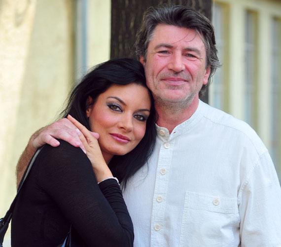 Gregor Bernadett 2008-ban elveszítette négy hónapos magzatát, amikor sms-ekből kiderült, Somogyi István megcsalja. 2010-ben a színésznő folytatott viszonyt kollégájával, Magyar Attilával, de néhány hónap után visszatért férjéhez. 2013 decemberében aztán kiderült, hogy több válságot is megért, harmadik házasság menthetetlen, kilenc év után elválnak a sámánnal.