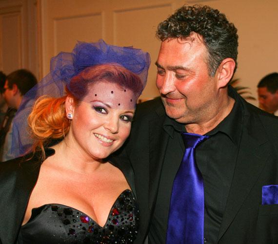 Liptai Claudia és Gesztesi Károly 2001-ben, egy közös darabjuk próbáin szeretett egymásba. 2006-ban összeházasodtak, és ebben az évben megszületett Panka lányuk. A kritikus hetedik évben sűrűsödtek a problémáik. A pletykák szerint Liptai Claudia a Sztárok a fejükre estek 2008-as forgatásán félrelépett, de Gesztesi sem volt ártatlan, a színész csak 2015-ben vállalta nyíltan, hogy ő az apja volt élettársa, Niki harmadik gyermekének, aki akkor fogant, amikor Claudiával még házasok voltak. A házaspár a kapcsolatát többször is próbálta megmenteni, de végül 2010 márciusában kimondták a válásukat.