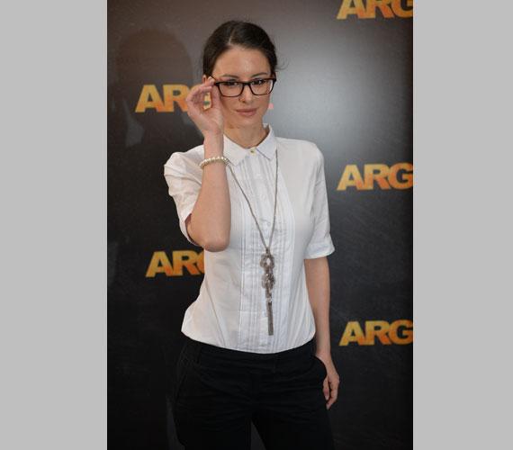 Idén áprilisban az Argo 2 premierjére ebben a szolid, visszafogott öltözékben érkezett, de így is vonzotta a tekinteteket.