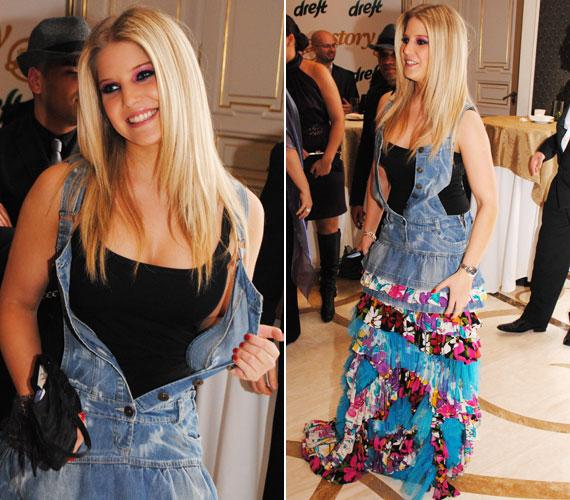 2011-ben nem éppen a dress code-nak megfelelő öltözetben érkezett a Story-gálára. A furcsa, farmeranyaggal kombinált, tarka ruhában alulöltözött volt az estélyi ruhás hölgyek között.
