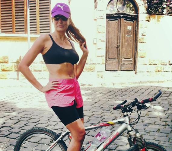 Horváth Éva a hétvégét aktív pihenéssel tölti, sokszor pattan biciklire.