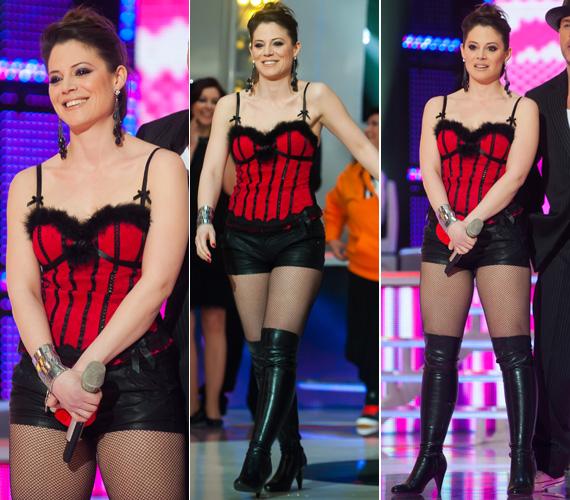Szinetár Dóra a műsor előrehaladtával egyre többet mutatott magából a 2013-as A nagy Duettben. A második adásban próbababa volt, akit DopeMan szexi, piros-fekete fehérneműre vetkőztetett. További fotók »
