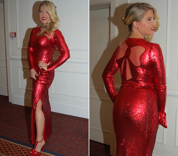 A színésznő Joó Beatrix munkáit viseli minden nagyobb eseményen, így a 2013-as Story-gálán is abban a piros ruhában jelent meg, amit az új fotósorozatban is megmutat.