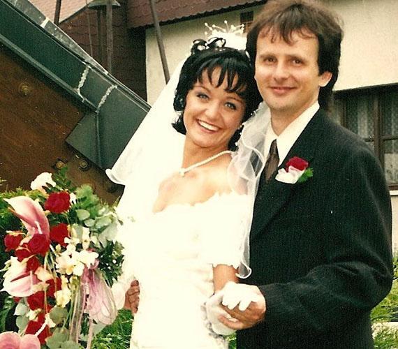 Az énekesnő 1999-ben ment hozzá párjához, akkor 23 éves volt.