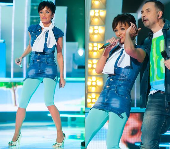 Az énekes-szórakoztató műsorban volt, hogy karcsú alakját térdig érő leggingsszel és farmertunikával hangsúlyozta ki.