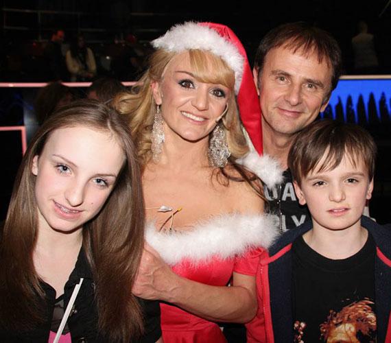Szandi bejutott a Sztárban sztár december 6-i döntőjébe, ahol szóló produkcióként Mariah Carey All I Want for Christmas Is You című számát adta elő. Férje és két nagyobbik gyerekei is a stúdióban szurkolt neki.