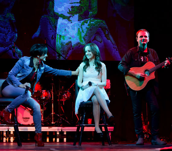 Blanka 2014. december 28-án édesanyja Szandi 25 elnevezésű jubileumi nagykoncertjén szüleivel együtt színpadra is lépett, duettet énekelt Szandival.