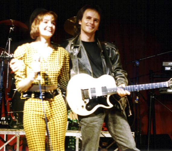Az első turné Csabival 1992-ben - írta a Facebook-oldalára feltöltött kép mellé Szandi.