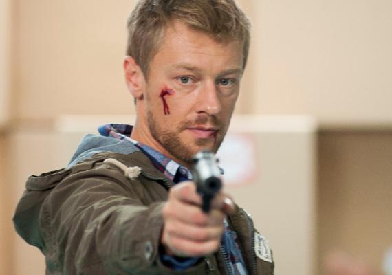 Száraz Dénes hétfő este újra búcsút int a Jóban Rosszban rajongóinak, a színészt másodszorra is kiírták a sorozatból.
