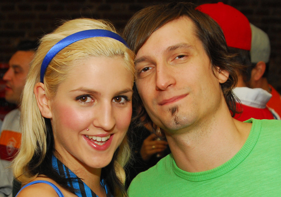 A Megasztár első szériája alatt talált egymásra Galambos Dorina és Pély Barna, akiknek kapcsolatát sokan támadták. A pár rácáfolt a hitetlenkedőkre, 2013-ban összeházasodtak, és azóta is boldogan élnek együtt.
