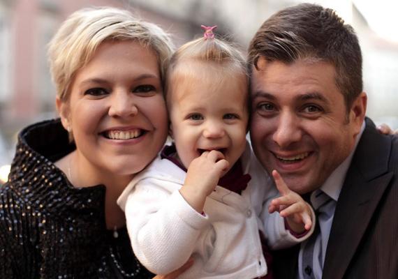 Szintén nagy port kavart Varga Feri és Balássy Betty kapcsolata, mert a Megasztár versenyzője nős volt, amikor beleszeretett a műsor vokalistájába. Szerencsére ők sem hagyták, hogy a támadások közéjük álljanak, azóta is együtt vannak, sőt, két közös gyereket is nevelnek.