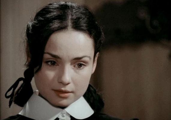 1974-ben diplomázott a Színház és Filmművészeti Főiskolán, Várkonyi Zoltán osztályában, ahol Szakácsi Sándor és Szurdi Miklós is az osztálytársa volt. Első filmszerepét még főiskolai hallgatóként kapta Keleti Mártontól a Bob hercegben, 1972-ben. 1979-ig parádés főszerepek jutottak számára, legnagyobb sikerét az 1977-ben készített Abigél című négyrészes sorozattal érte el, amelyben ő alakította Vitay Georginát.
