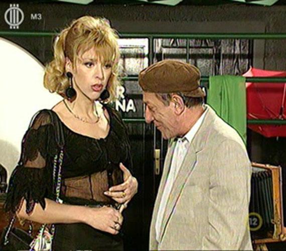 Az 56 éves Nyertes Zsuzsa a '80-as és '90-es években a Szeszélyes évszakok állandó szőke bombázója volt, aki egy naiv, butuska hölgyet alakított. A színésznő állítása szerint szívesen bevállalna most is egy szexi fotósorozatot.