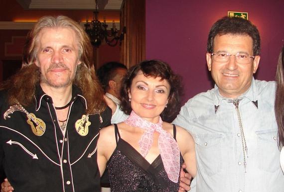 Szíj Melinda zenésztársaival, Buda Lászlóval és Szabó Ferenccel rendszeresen lép fel a fővárosban és vidéken.