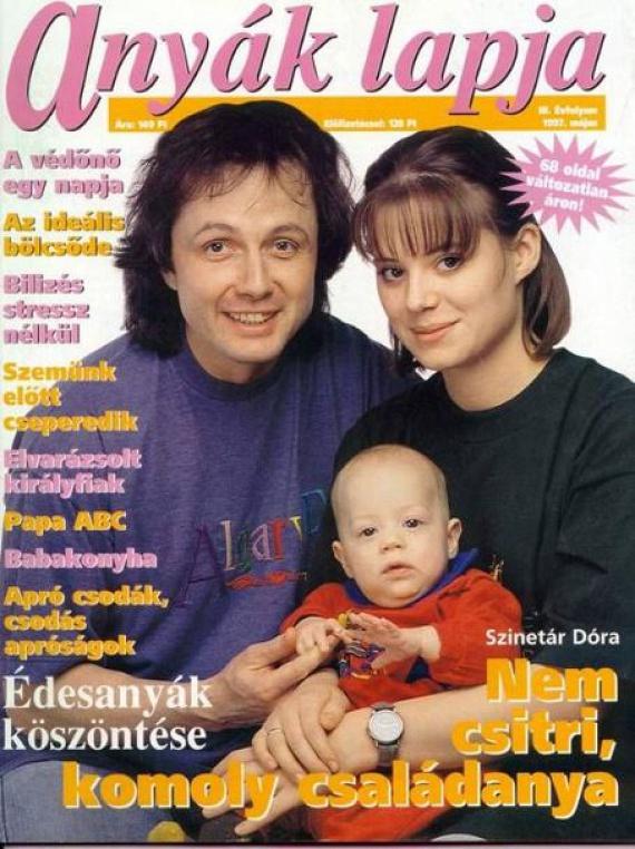 Szinetár Dóra fiatalon, még 18. születésnapja előtt lett feleség, majd nem sokkal később édesanya. Lőcsei Jenő balett-táncostól született fia, Marcell.