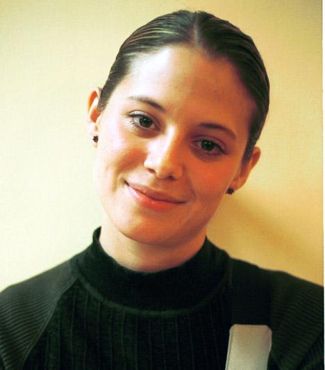 Színház  Egy évig a szolnoki Szigligeti Színház tagja volt, megfordult a Tháliában, a Madáchban, 2001-ben pedig csatlakozott a Budapesti Operettszínház társulatához, amit több mint tíz év múlva, 2012-ben hagyott el.
