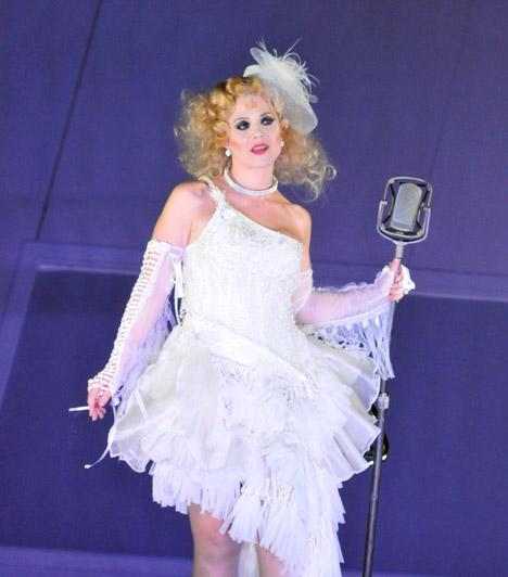 Budapesti OperettszínházA Budapesti Operettszínház művészeként szerepelt a Funny girl, a West Side Story, a Rómeó és Júlia és a Rebecca - A Manderley-ház asszonya című darabokban, musicalekben.