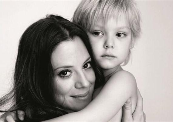 Bereczki Zoltántól 2007 decemberében egy kislánya született. Zora Veronikáról ritkán látni képeket, ez a felvétel 2012 szeptemberében készült róluk egy a mellrák elleni kampány részeként.