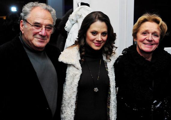 A színésznő édesapjával, Szinetár Miklóssal és édesanyjával, Hámori Ildikóval.