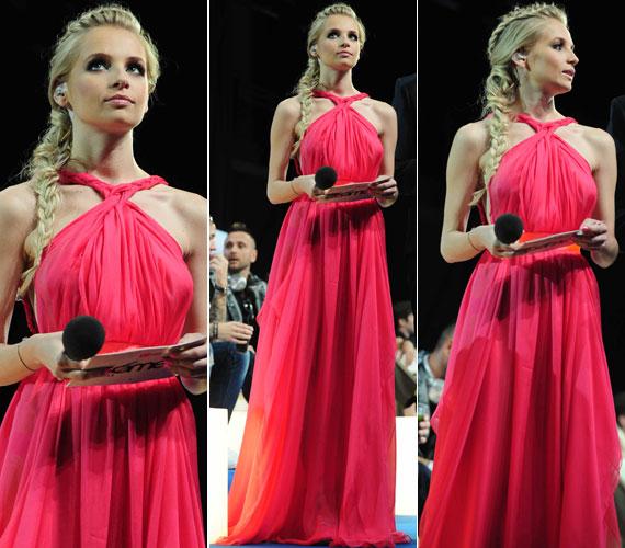 Iszak Eszter több figyelemfelkeltő ruhában is a közönség elé lépett a 13. VIVA Comet női műsorvezetőjeként. Ez a lágy esésű, pink muszlinruha Benes Anita, vagyis a Dalaarna divatház keze munkáját dicséri. A többi ruhájáért kattints ide »