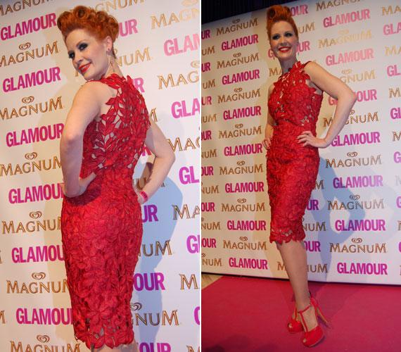 Orosz Barbara, a TV2 műsorvezetője Sármán Nóra tűzpiros csipkekreációjában a fotósok egyik kedvence volt a 2013-as Glamour-gálán. Hozzá természetesen csakis piros kiegészítők dukáltak.