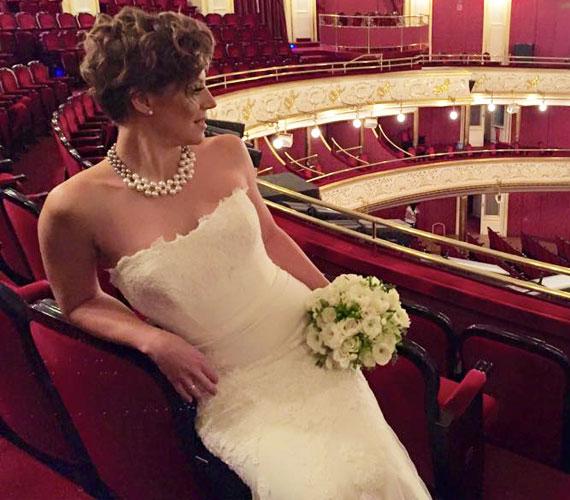Szinetár Dóra kötődik az Operettszínházhoz, éveken át szerepelt a legnevesebb musicalekben, majd egy rövid szünet után idén tért vissza a teátrumba, az Én és a kisöcsém című darabban.