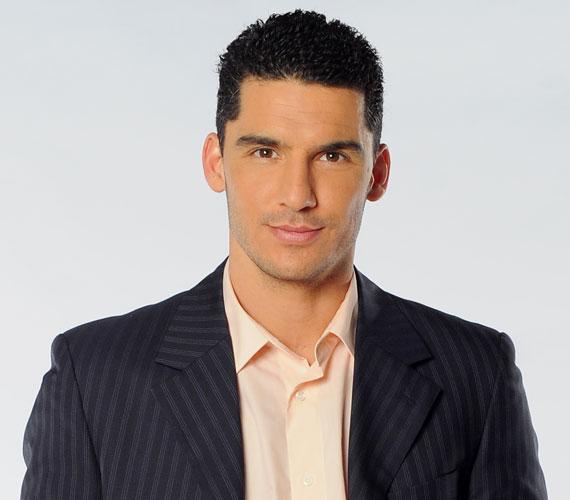 Alföldi Zoltán 2000-től az RTL Klubon vezette a Híradót Sárosdy Eszterrel, akivel egymásba szerettek, össze is házasodtak. 2008-ban az ATV-hez igazolt, majd a következő évben otthagyta a csatornát. 2011 áprilisától az M1 Híradójának műsorvezetője lett, ahonnan 2012. december 13-án, azonnali hatállyal, csoportos létszámleépítés indoklással elküldték.
