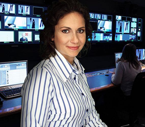 Alföldi Zoltán felesége, Sárosdy Eszter is 2000-ben került az RTL Klubhoz, ahol az Antenna, illetve a Híradó című műsorok műsorvezetője lett. 2008 januárjától az ATV műsorvezetője lett, ahol A Reggeli Jam című műsort vezethette Demcsák Zsuzsával. Később a Nő háromszor című műsorban láthatták a nézők, 2014 januárjában pedig rábízták a híradó késő esti kiadást és a hétvégi híradót.