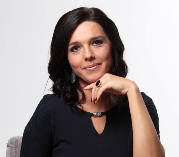 Szöllősi Györgyi Satelit és a Hír TV után került a Duna TV-hez, majd az M1 Az Este, illetve a Híradó műsorvezetője lett. Az utóbbiban 2011 áprilisában debütált Alföldi Zoltán párjaként.