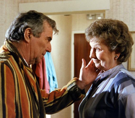 Taki bácsi és Lenke néni örvendtek a legnagyobb szeretetnek a sorozatban: az idős házaspár néha zsörtölődött, de jó kedéllyel álltak az élet dolgaihoz. Taki bácsi taxisként próbált boldogulni, felesége, Lenke néni pedig közértesként dolgozott. Sajnos már egyik színész sem él: Zenthe Ferenc 2006-ban, Komlós Juci 2011-ben hunyt el.