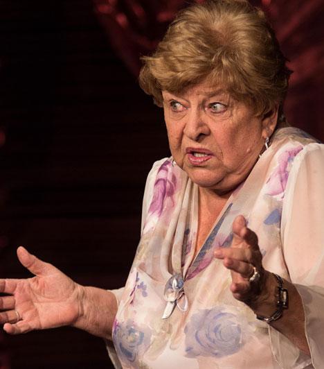 Pásztor ErzsiAz 1936-ban Pápay Erzsi néven született Kossuth- és Jászai Mari-díjas színésznő, érdemes művész Janka nénit alakította a teleregényben. Komikai tehetségét groteszk humor színezi. Felejthetetlen alakítást nyújtott az 1977-es Veri az ördög a feleségét című film főszerepében, amelyért megkapta a Filmszemle legjobb női alakításának díját.