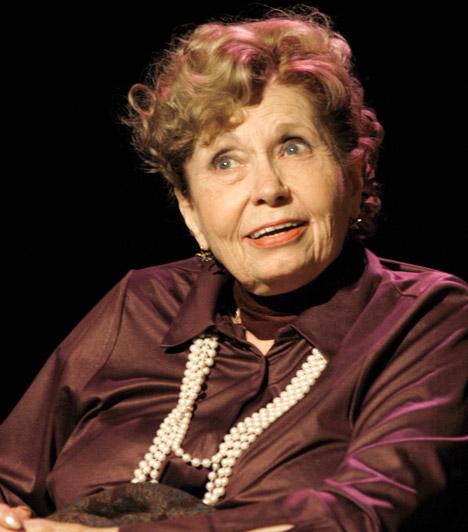 Schubert Éva                         Az 1931-ben született színésznő fél évszázados pályája során rengeteg színházi előadásban és tévéfilmben bizonyította tehetségét. Országos ismertségét a Szomszédoknak köszönheti, ő keltette életre Lillácskát. Az utóbbi években a színésznő súlyos csontritkulása és csípőprotézise miatt kerekesszékbe kényszerült.                         Kapcsolódó cikk:                         Schubert Éva súlyos állapotban »
