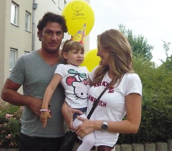 A Nagy Duett macsója, Árpa Attila nejével és Amira lányával érkezett a játékos, lufis rendezvényre.