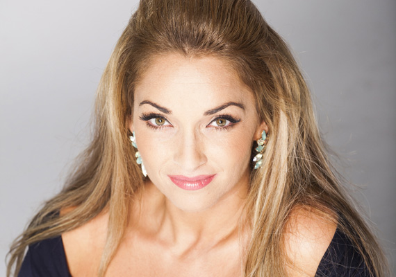 Az ötödik énekesnő a hozzászólók szerint Völgyi Zsuzsi. A Romantic egykori énekesnője talán a Sztárban Sztár kedvéért igyekszik minél jobb formába lendülni.