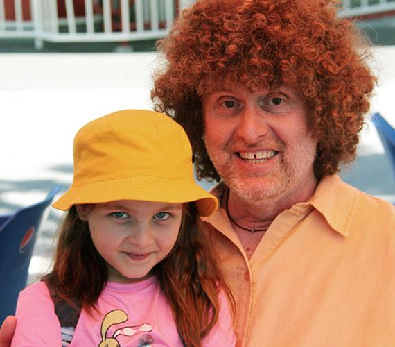 A KFT énekese, Bornai Tibor már gyermekével, hanem unokájával, a csodaszép, hatéves Tündivel töltötte a napot.