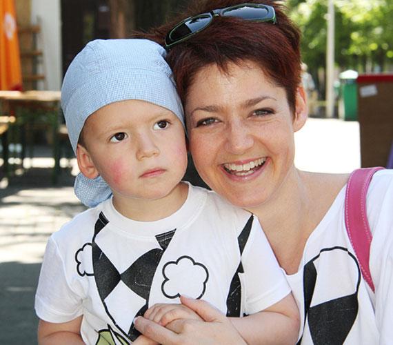 Vágó Piros imádnivaló kisfiával, Zalánnal szintén a Vidámparkban töltötte a gyermeknapot.