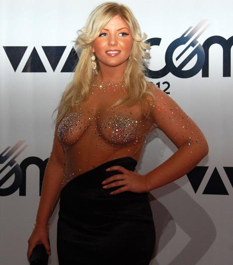 Tolvai Renáta  Bár díjat nem kapott, kihívó ruhájával a fiatal énekesnő lett a 2012-es VIVA Comet legtöbbet emlegetett szereplője.