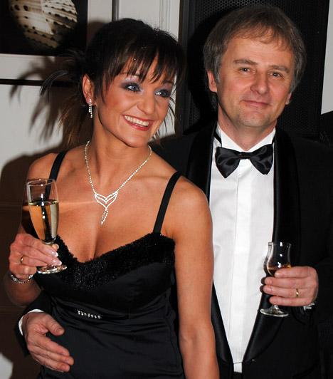 Szandi és Bogdán CsabaSzandi szexi kisestélyit viselt, férje pedig csokornyakkendőt is kötött a jeles alkalomból.